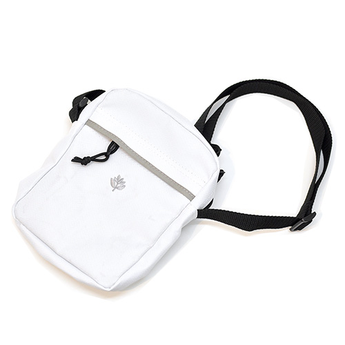 "MAGENTA ショルダーバッグ ""XL POUCH BAG - WHITE""/MAGENTA"
