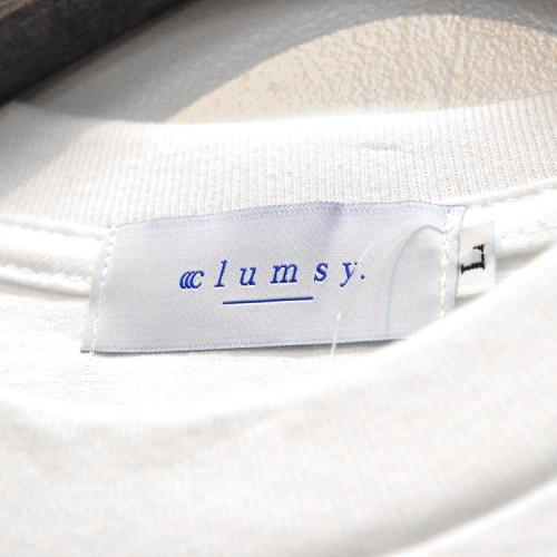 "clumsy. Pictures Tシャツ ""TEAM LOGO S/S TEE - WHITE/PURPLE"""